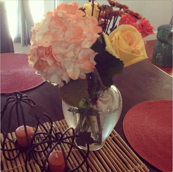 Beautiful flower arrangement with a lovely fall decor / from Wanda Lopez Designs studio space #freshflowers #blossoms #WLD