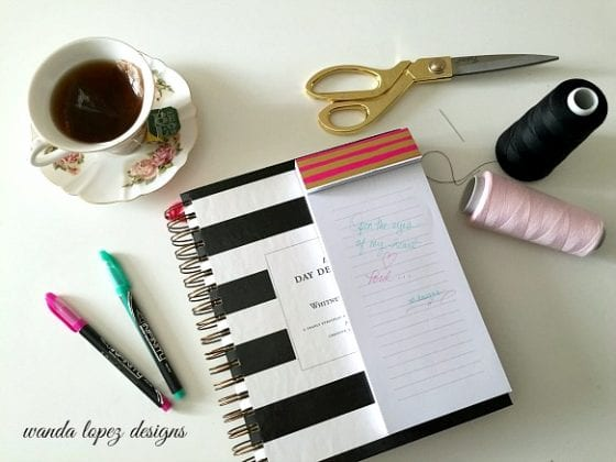 Day Designer planner / blog pots: 5 Desktop Must Have / if you have a desk you need this items / they are functional, girly and you want them in your life /